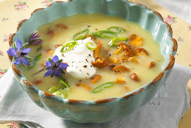 Potato soup with chanterelles