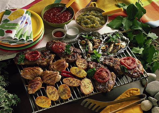 Grilling with meat, fish and vegetables