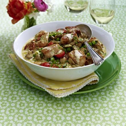 Fine chicken ragout with peas
