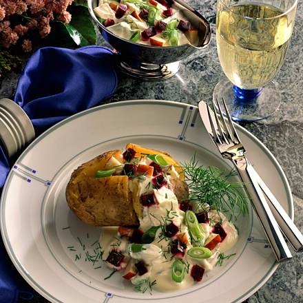 Baked potatoes with beetroot and cream sauce