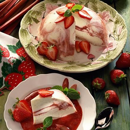 Strawberry-rhubarb-mascarpone cream