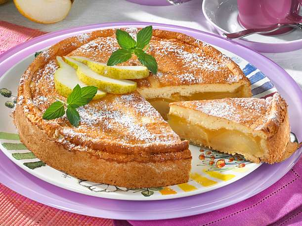 Pear pie with pudding
