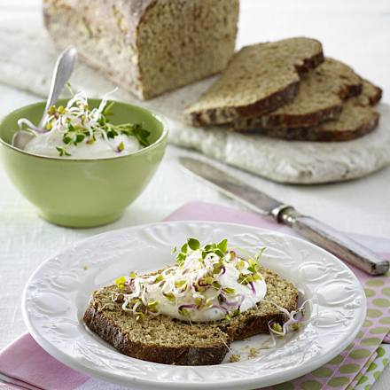 Fitness box bread with fresh goat cheese spread