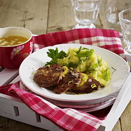 Veal schnitzel with capers and lemon sauce
