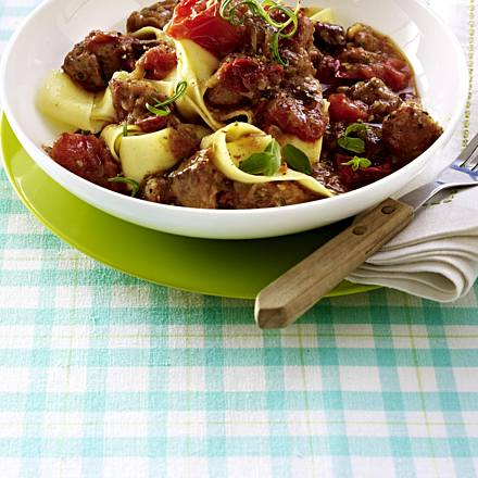Tomato goulash with wide ribbon noodles