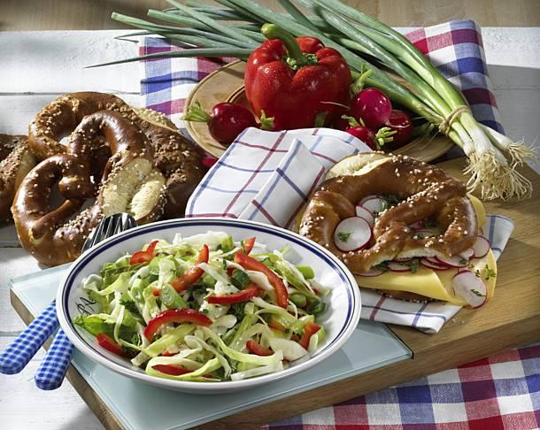 White cabbage salad with pretzels