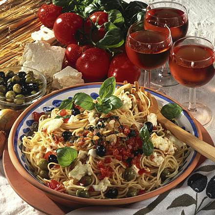 Spaghetti with sheep cheese and olives