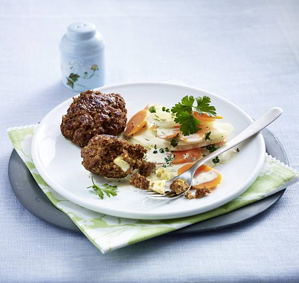 Meatballs filled with feta and kohlrabi and carrots
