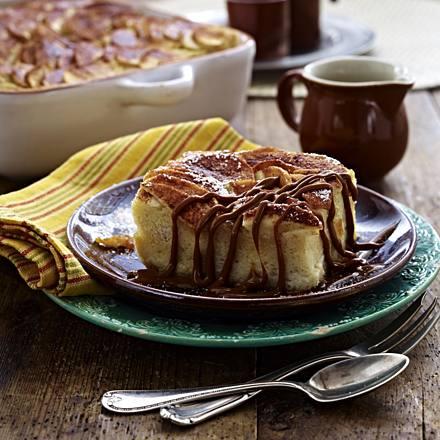 Caramel casserole with cinnamon apples