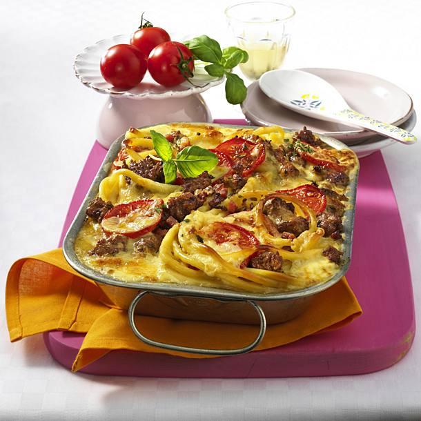 Tomato and mozzarella casserole with pesto