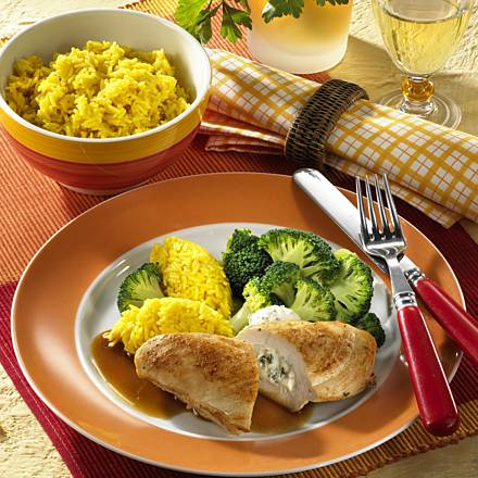 Stuffed chicken fillets with rice and broccoli