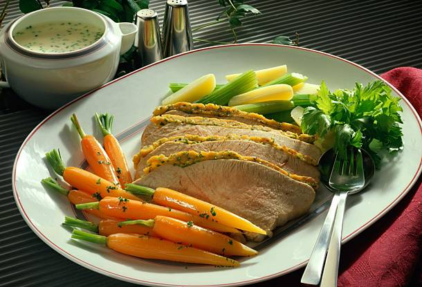 Grilled turkey breast with horseradish sauce