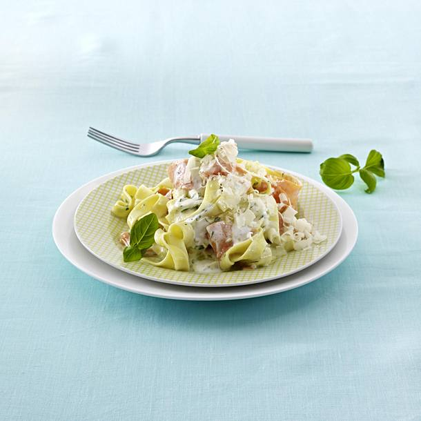 Tagliatelle with carrot strips and yoghurt herb sauce