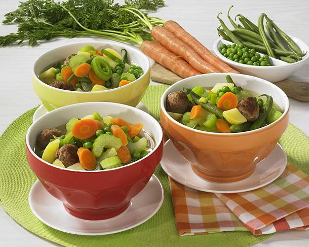 Colorful vegetable stew with meatballs
