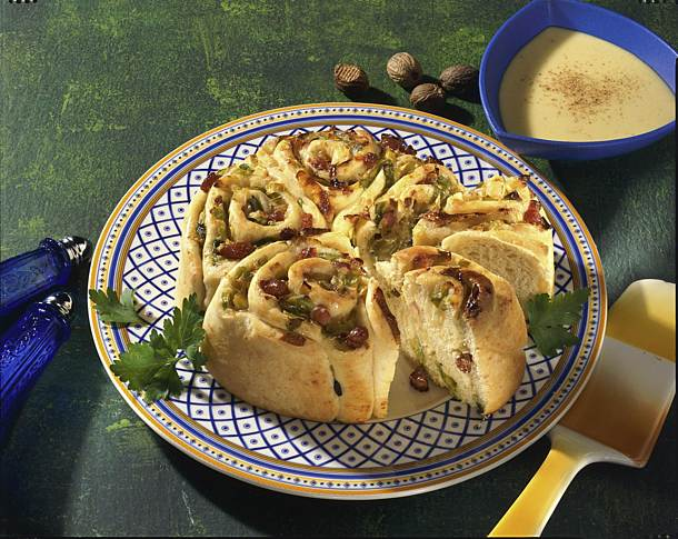 Leek and bacon cake with cheese sauce