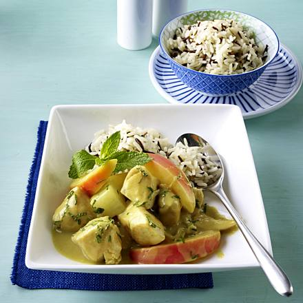 Chicken curry with mint tea and wild rice