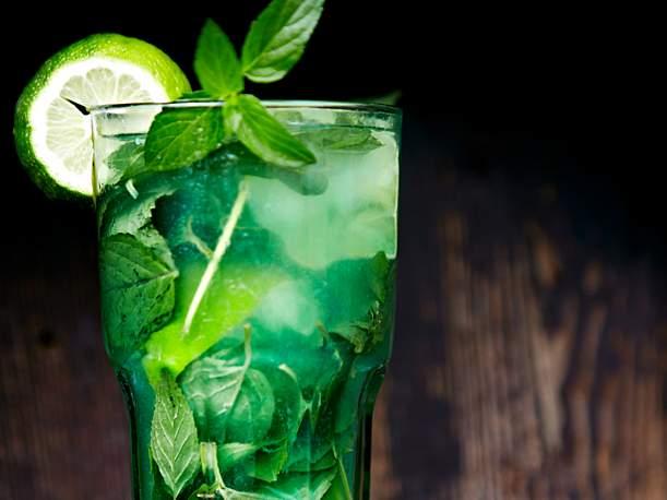 Iced mint and lime tea