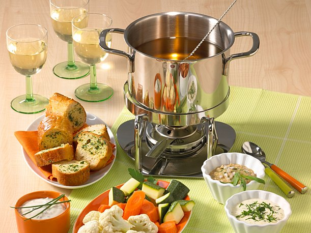 Classic fondue with broth