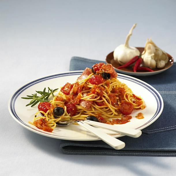Spaghetti with chilli and garlic sauce