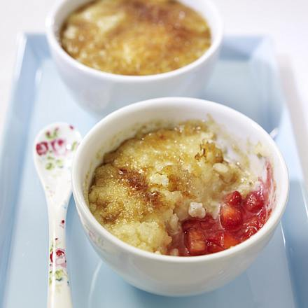 Caramelized rice pudding with strawberry ragout