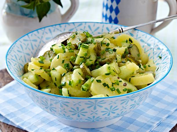 Bavarian potato salad - the original recipe with a vinegar and oil marinade